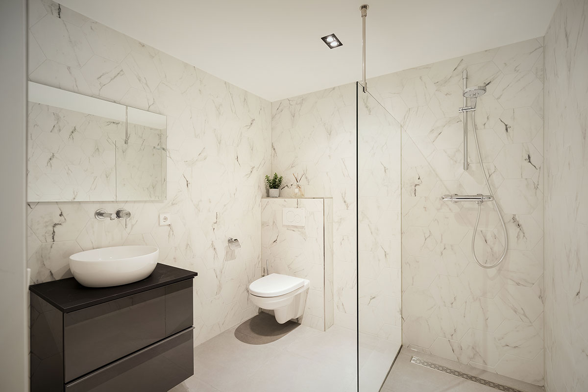 Damrak Short Stay Apartment bathroom Penthouse