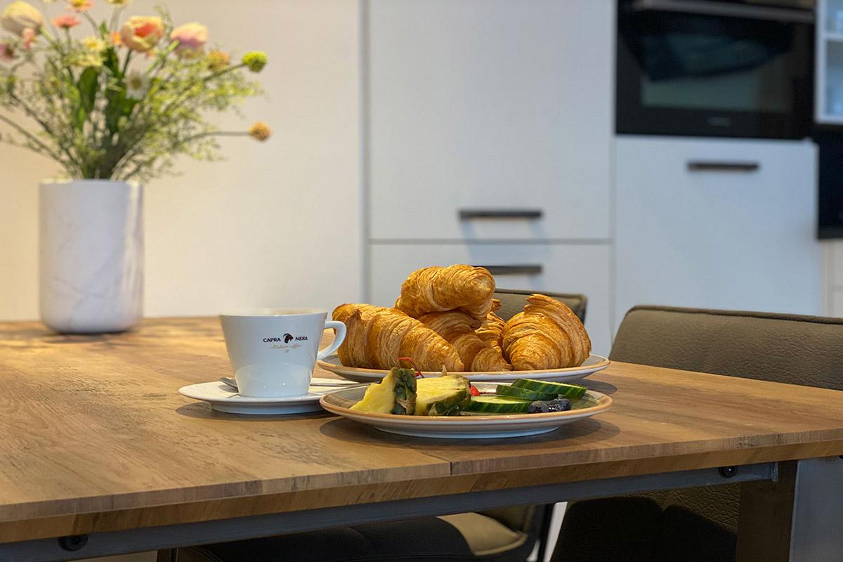 damrakshortstayamsterdam_diningtable_breakfast
